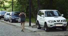 Chodnik przy ulicy Barszczewskiej