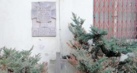 Co dalej z tablicą upamiętniającą zamordowanych przy ul. Barszczewskiej?